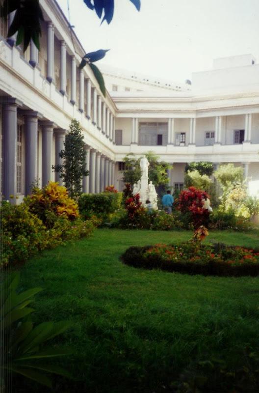 Vedere din grădina Reședinței patriarhale