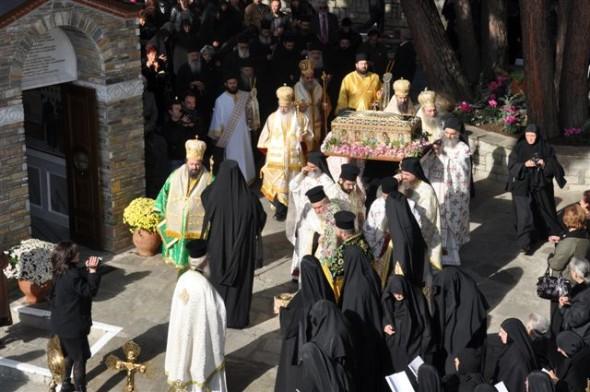 Procesiune  cu moaştele Cuviosului Geórgios Karslídis în  Mănăstirea Înaltarea Domnului, din Sipsa, Drama