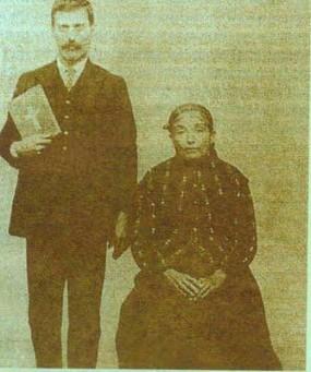 Pantelís Hatzigeórgis, care mai înainte a fost călugăr musulman (derviş), împreună cu mama lui, după întoarcerea sa la dreapta credinţă, prin intervenţia minunată a Sfântului Andrei
