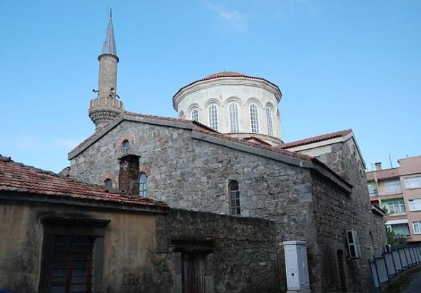 Trabzon, Yeni Cuma Djami, Biserică a Sfântului Mare Mucenic Eugen, construită în sec VII, azi moschee