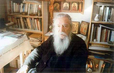 Părintele Theoklit în chilie