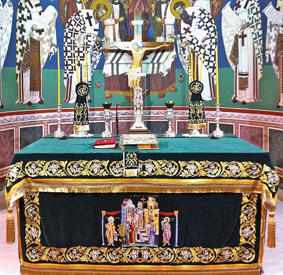 altar in sfanta masa
