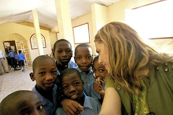 În Bisericuța Sfântului Ioan Botezătorul, împreună cu copiii haitieni